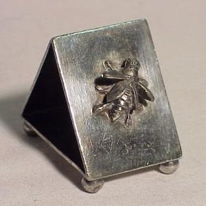 victorian-aurora-silverplate-triangular-bee-napkin-ring