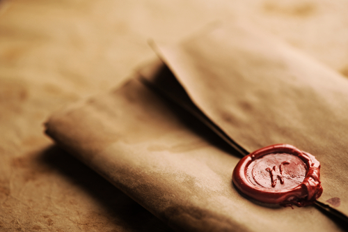 Christopher Kent tells a story of a Fabulous Find involving a collectibles story of remorse and love passed down through centuries—explained in a letter, hidden in a tea caddy, with an unclaimed king's ransom.