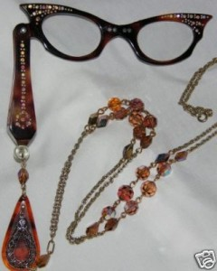 A lorgnette with chain.
