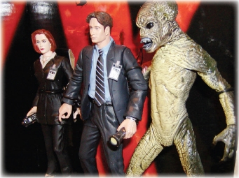 McFarlane Toys' Scully, Mulder & Attack Alien figures