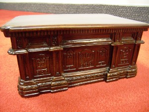 Oval Office desk replica