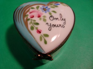 Hand-painted Limoges trinket box