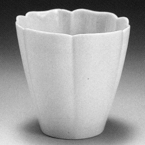 White porcelain, 1680-1740, included items for ceremonies—such as funerary war—and for household use.