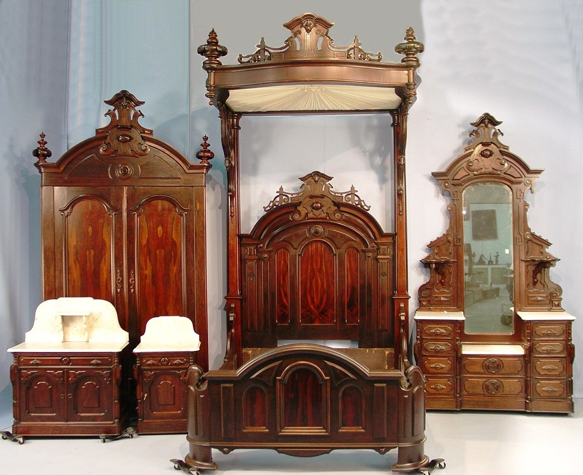 Victorian decor on pinterest victorian victorian for Victorian furniture