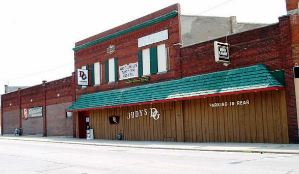 The landmark Judy's D&G Restaurant in St. Joseph, Mo. The restaurant's building and contents will be auctioned Aug. 20 and 22.