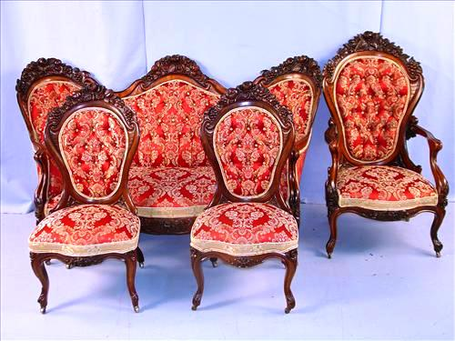 The top lot of the sale at the Belle Oaks mansion in Macon, Miss., was this beautiful 4-piece parlor suite by J.H. Belter, circa 1855 ($11,550).