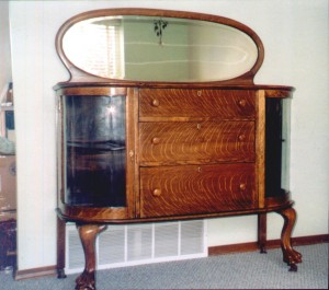 This Larkin Buffet No. 220, first offered in 1909 for 20 certificates, was one of the first curved glass pieces made by Larkin in the Buffalo factory.