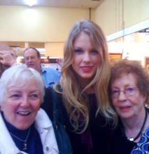 Taylor Swift with dealer Marilyn Haley (left) and Bea Starr at the Music Valley and Tailgate Shows in Nashville.