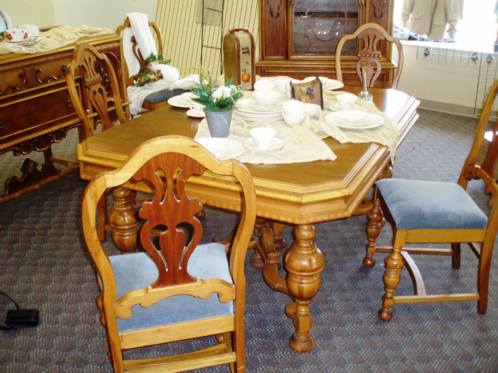 "The only part of this Depression era ""walnut"" dining room set that is walnut is the veneer on the table top and the chair splats. The rest of the set is pure gum."