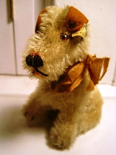 "This is what Steiff calls ""Foxy Fox"" terrier. This particular Foxy is 10 centimeters tall, is stuffed with excelsior, and is in a sitting position."