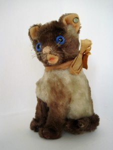 "Here's the ""cat's meow"" of Rebekah's Steiff cat collection, a 15 cm Siamy from 1953-1954."