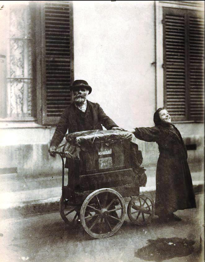 "Leading the collection is a masterwork by Eugène Atget—one of Atget's best-known works, ""Joueur d'Orgue"" (Organ Grinder)—could bring $100,000 to $150,000."