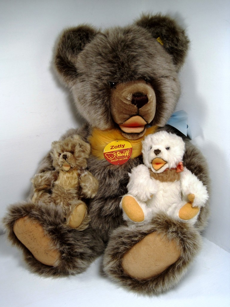 Classic Steiff Zotty style bears: a 50 cm woven fur Zotty (1979-1985), a 20 cm white dralon cosy Teddy (1968-1975), and an 18 cm mohair Zotty (1963-1975).