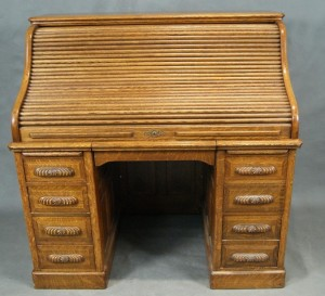 Oak roll top – This is an excellent example of the ubiquitous turn of the century oak roll top desk. (Photo: LiveAuctioneers/com/California Auctioneers)