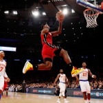 lebron-james-dunks-while-knicks-watch