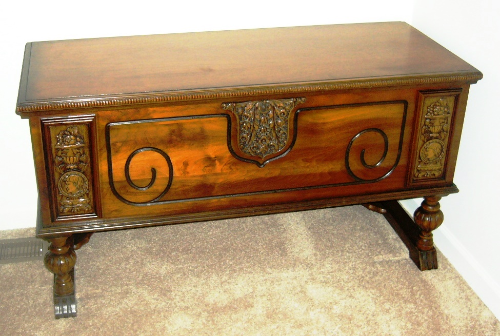 At first glance, this appears to be a Lane waterfall Art Moderne chest but it is actually an E.R. chest made by Ed Roos Co. of Forest Park, Ill.