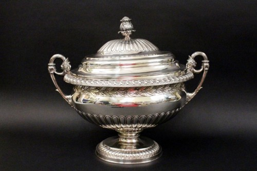 This George III period sterling silver lidded tureen by Rebecca Emes and Edward Barnard I of London, circa 1809, should fetch between $8,000 and $12,000.
