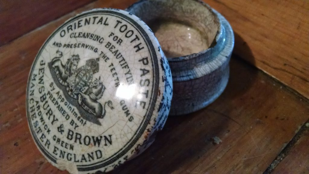 Victorian Ointment Pot Lids – A Specialty Niche That's Smart to Know About